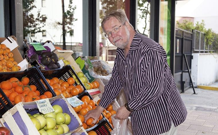 Kauppalaskun loppusumma yllättää suomalaisen Espanjassa, kertoo Teuvo Peltoniemi.
