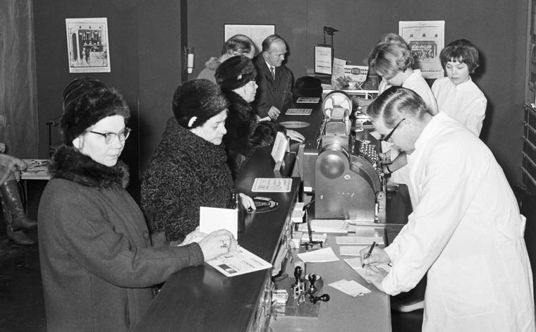 Historiakuva apteekista vuodelta 1965.