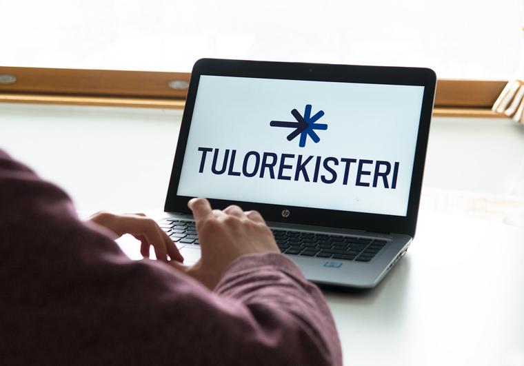 Läppäri jonka näytöllä lukee teksti Tulorekisteri.