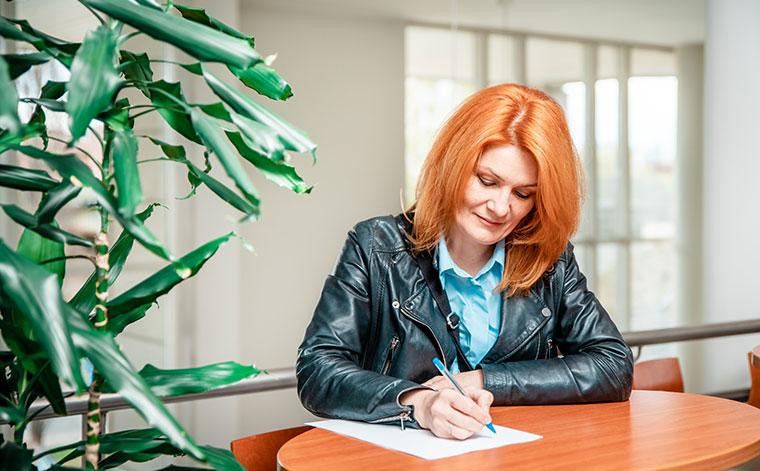 Työttömyysetuudella yrittäjyyttä opiskeleva Irina Immonen