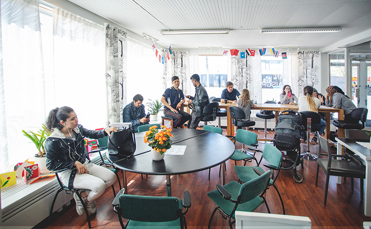 Människor på kaféet.
