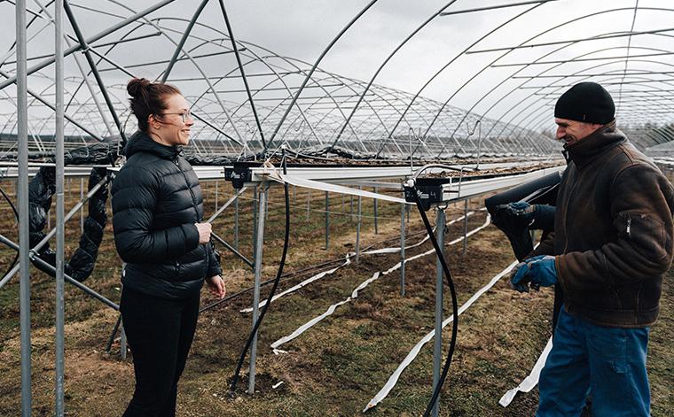 Pauliina Kovanen and seasonal worker.