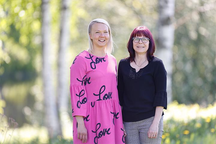 Jenna Knuts ja Sari Ylivainio.