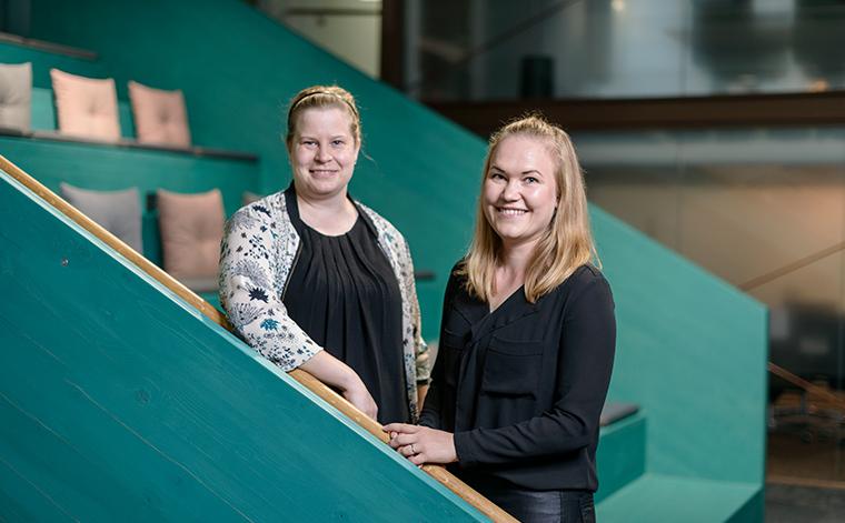 Tiina Raitanen ja Hannele Hippeläinen.
